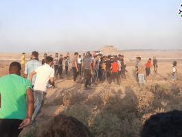 بالفيديو والصور: إصابات برصاص الاحتلال والاختناق قرب السياج الفاصل شرق خانيونس