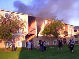 رجل إطفاء أمريكى ينقذ طفلة من شقة محترقة بطريقة بطولية