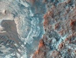 علماء يكتشفون كيف تكونت وديان الأنهار على المريخ