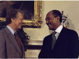 الأمريكي جيمي كارتر يقوم بأول زيارة لرئيس أمريكي إلى مصر-385x268
