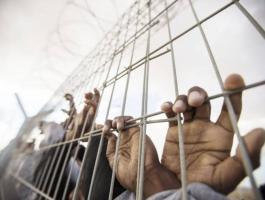 60 أسيرًا في سجون الاحتلال يخوضون إضرابًا مفتوحًا عن الطعام