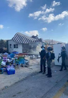 الاحتلال يُطالب عائلة فلسطينية في طوباس بهدم بركسًا لها