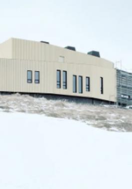 مصور نمساوى يتوجه للقطب الشمالى لرصد المبانى فى رحلة قاسية