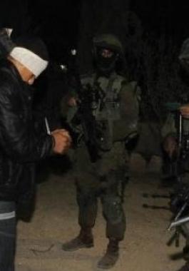 الاحتلال يعتقل فلسطينيين في الضفة الغربية