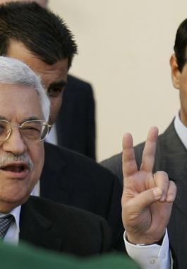 مصالحة بين الرئيس عباس ودحلان برعاية مصرية