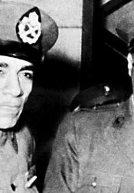 مجلس قيادة الثورة في مصر يقيل الرئيس محمد نجيب ويعين جمال عبد الناصر في مكانه