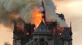 انهيار برج تاريخي في باريس والرئاسة الفلسطينية تُعقّب