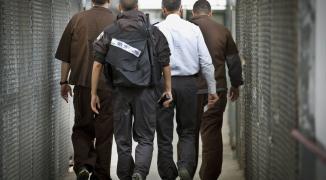 صحيفة عبرية تكشف تفاصيل جديدة بشأن مفاوضات الأسرى مع إدارة السجون