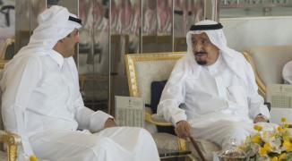 أمير قطر يتسلّم دعوة سعودية لحضور القمة الطارئة لمجلس التعاون لدول الخليج