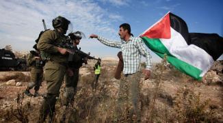 علم فلسطين والجنود