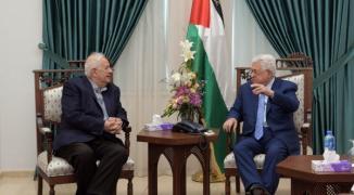 الرئيس محمود عباس وحنا ناصر