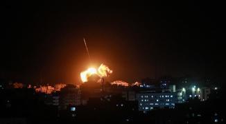 بالفيديو: مجزرة جديدة.. استشهاد مواطن وزوحته في قصف إسرائيلي بدير البلح وسط القطاع