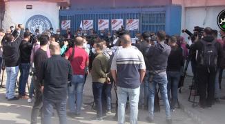 بالفيديو: وقفة غاضبة لموظفي أونروا في غزّة رفضاً لتقليص الرواتب وخدمات اللاجئين