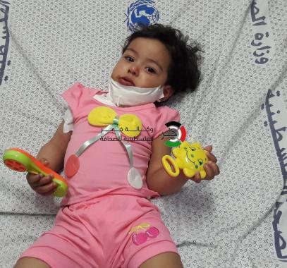 شاهد بالصور: طفلة تعود للحياة من بين أحضان جدها الشهيد!!