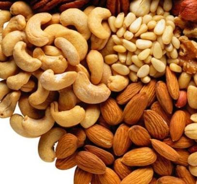 دراسة: تربط المكسرات بزيادة الوزن