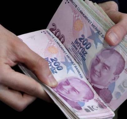الليرة التركية تهوي مجددا مقابل الدولار الأميركي