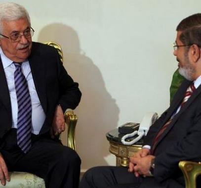 _يضع_حبل_المشنقة_حول_رقبة_محمد_مرسي