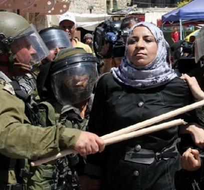 أسيرة - جنود الاحتلال