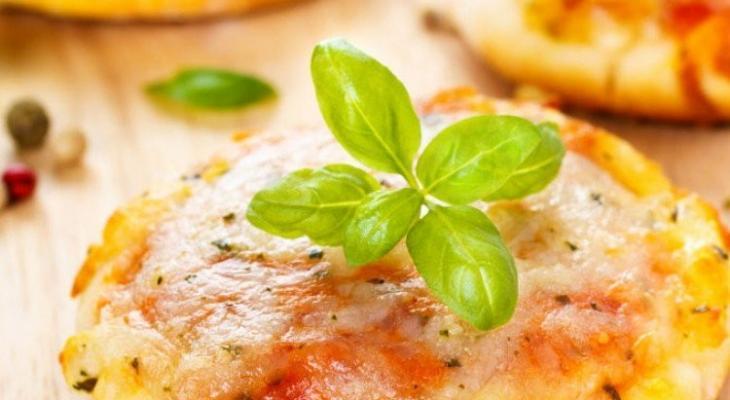 """طريقة عمل """"ميني بيتزا"""" سريعة و لذيذة"""