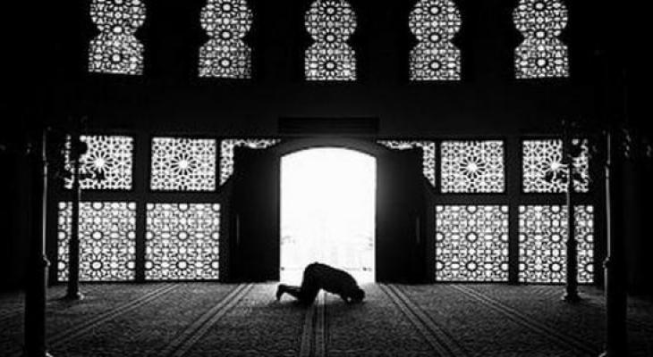 بالفيديو: كيف تتمكن من الخشوع في الصلاة ؟