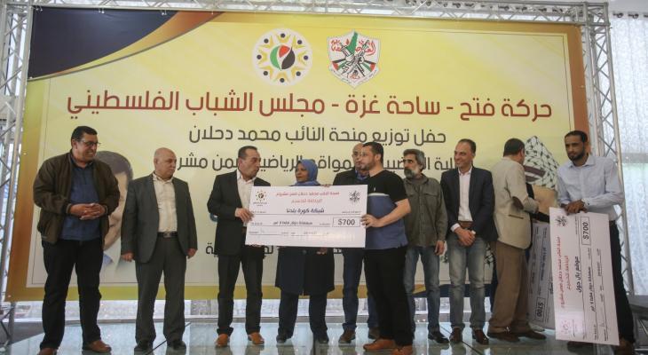بالصور: مجلس الشباب بالتيار الإصلاحي يُنظم حفلا لتوزيع منحة النائب دحلان