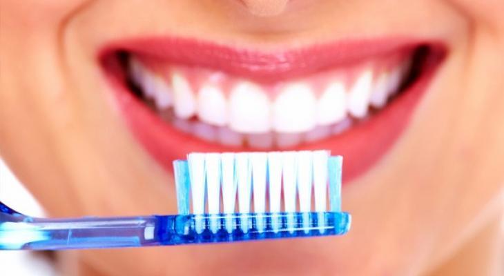 """تخلص منها : عادات خاطئة تدمر """"أسنانك"""""""