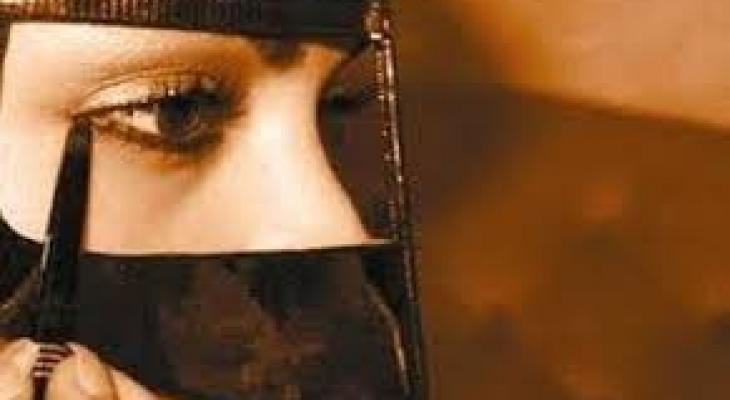 حكم استعمال الكحل وأدوات التجميل في نهار رمضان