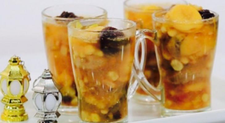 """مع اقترب شهر رمضان طريقة تحضير """"مشروب الخشاف""""  بالقمر الدين والتمر"""