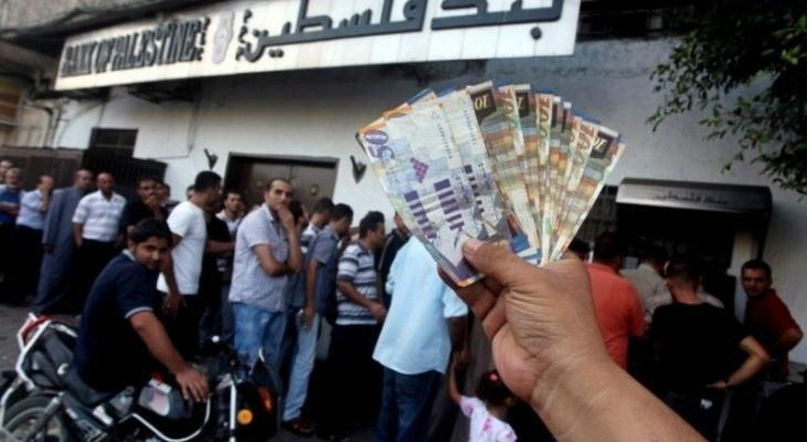 بدء صرف رواتب المتقاعدين المدنيين عبر الصرافات الآلية في غزّة والضفة