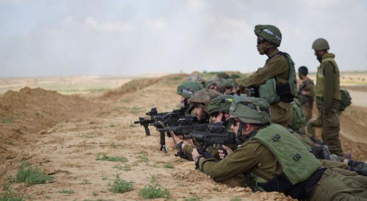 حاجز ترابي على غزة