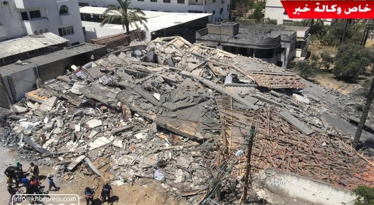 """شاهد بالفيديو: عدسة وكالة """"خبر"""" ترصد مخلفات الدمار بعد قصف مبانٍِ سكنية بغزّة"""