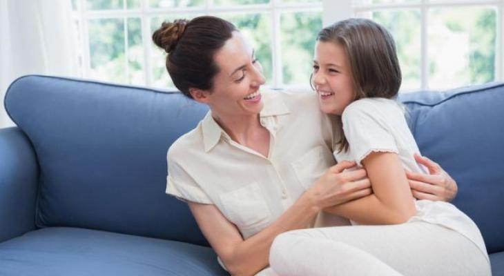 12 سبباً يثبت أن أمك أفضل صديقة لك