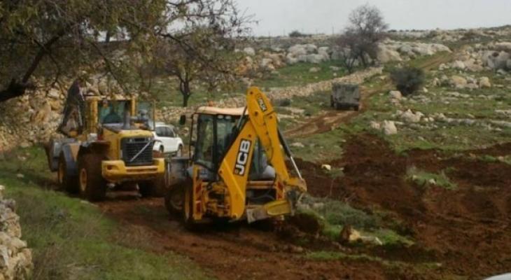 الاحتلال يُخطر بتجريف أرض زراعية غرب بيت لحم