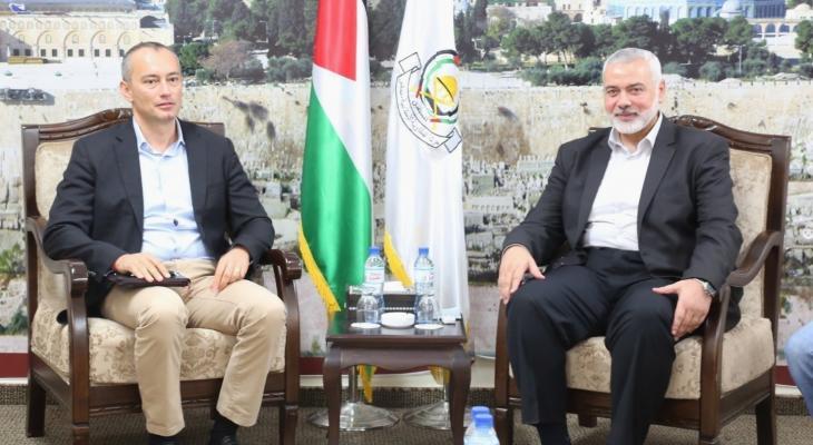 مصادر تكشف تفاصيل لقاء ملادينوف مع قيادة حماس في غزّة