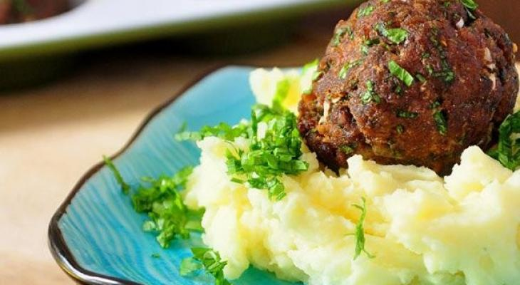 """طريقة عمل """"كرات اللحم"""" بالنكهة الشرقية"""