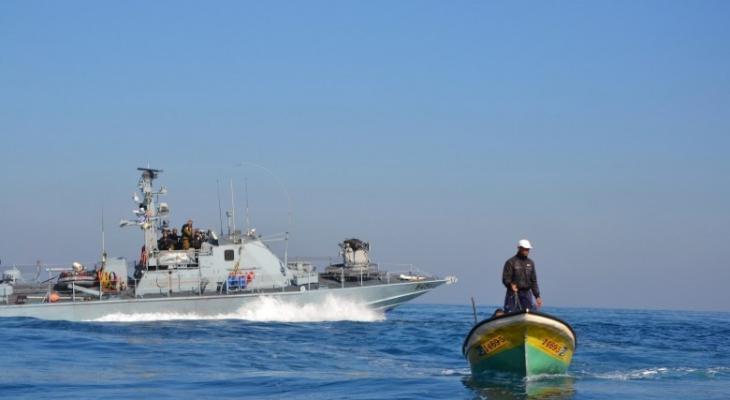 الاحتلال يهاجم  مراكب الصيادين في بحر غزة