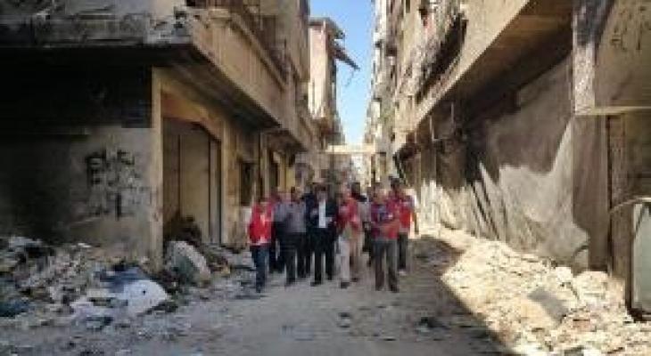 السفير عبد الهادي يزور مقبرة الشهداء في مخيم اليرموك.jpg