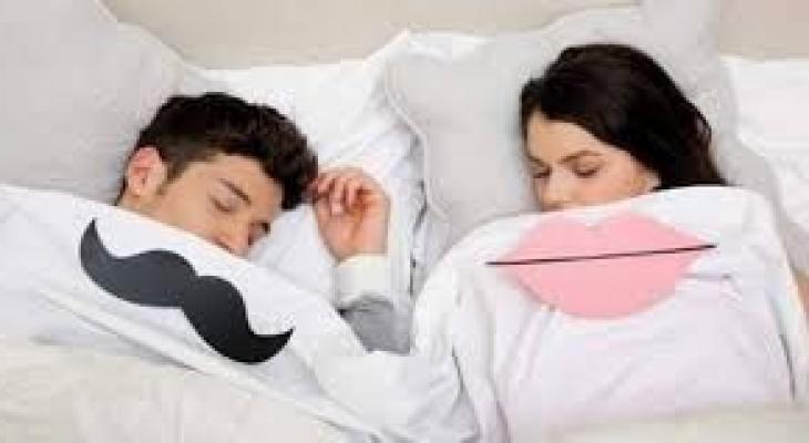 """الرجال أم النساء؟ دراسة تكشف """"من ينام أكثر"""""""