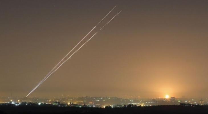 إطلاق صواريخ من غزّة على مستوطنات الغلاف ونقل نتنياهو إلى الملاجئ