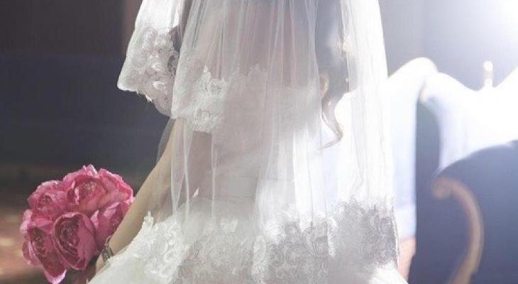 """بالفيديو: زفاف """"عروسة"""" يتحول إلى حلبة مصارعة في لبنان!"""