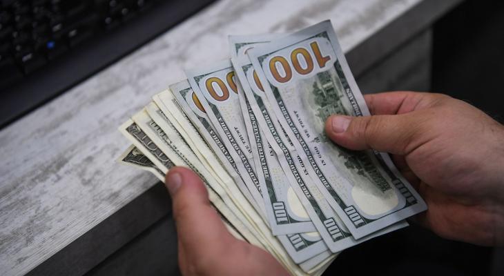 """الكشف عن موعد صرف المنحة القطرية """"100"""" دولار للأسر الفقيرة بغزّة"""