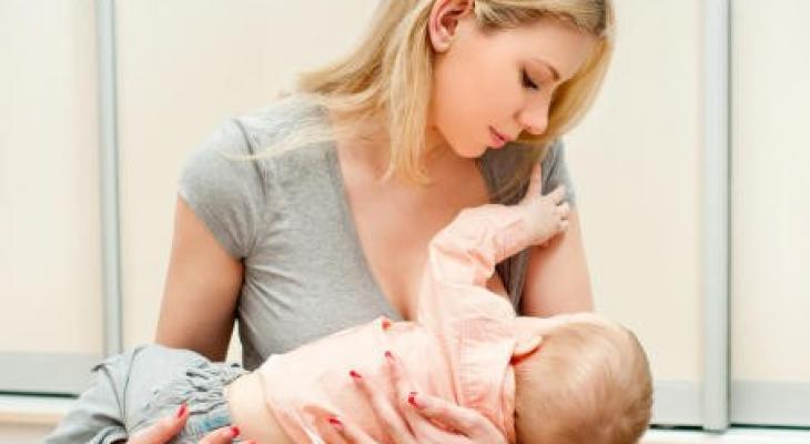 """اليكٍ """"سيدتي""""8 مشاكل تواجهينها أثناء """"الرضاعة"""" الطبيعية"""