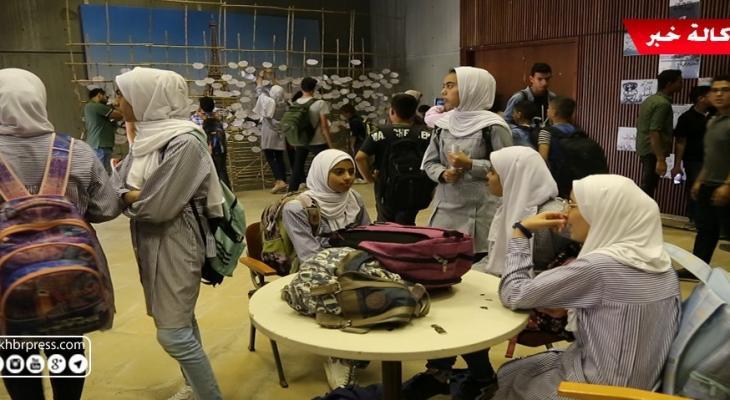 """شاهد بالفيديو: معرض """"حكايا حيطان"""" يُجسّد أحلام أطفال غزّة"""