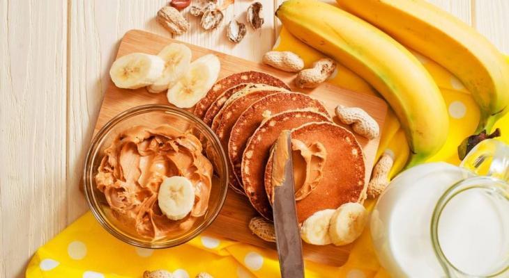 """طريقة تحضير """"كيك الموز"""" بزبدة الفول السوداني"""