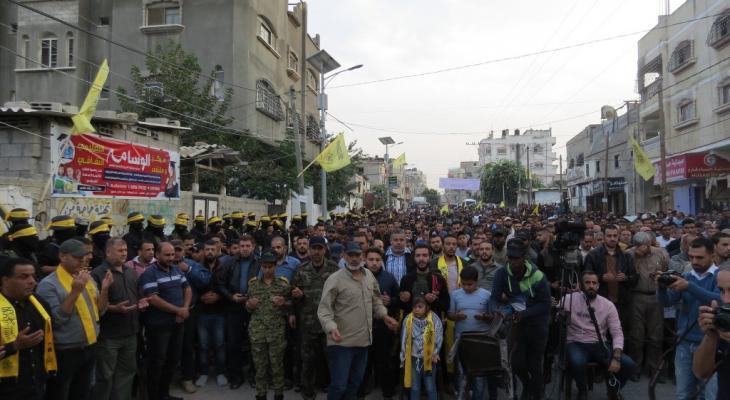 """شاهد: الجناح العسكري لحركة """"فتح"""" يُؤبن ثلاثة من شهداءه في شمال قطاع غزّة"""