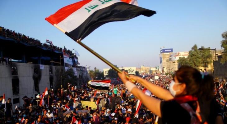 آلاف العراقيين يتجمعون في ساحة التحرير ببغداد