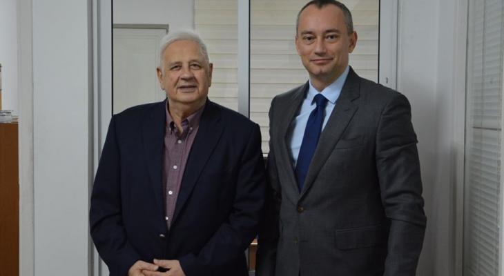 ملادينوف وحنا ناصر