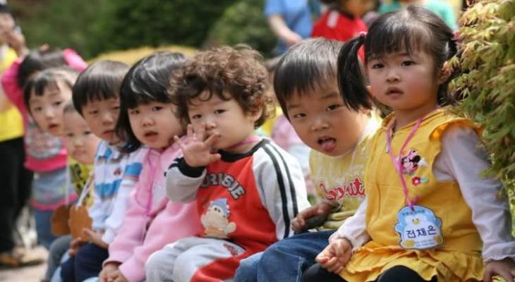 """شاهد بالفيديو:عزوف اليابانيين عن """"الإنجاب"""" يبلغ مستوى """"مقلقا"""""""