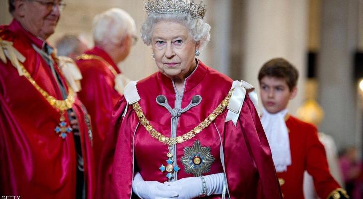 """""""الكلاشنيكوف"""" تكشف الوجه الآخر لصاحبة التاج البريطاني"""
