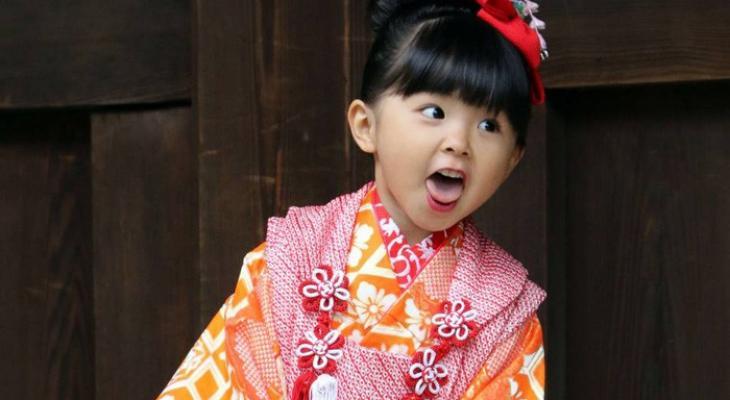 """بالصور: لأول مرة  """"وزير ياباني"""" في إجازة رعاية الرضيع"""